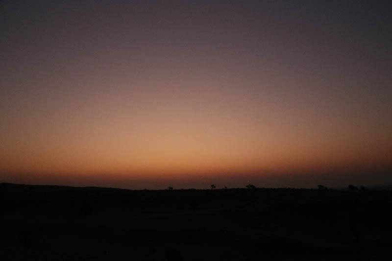 日が沈んだ後の静かな空には